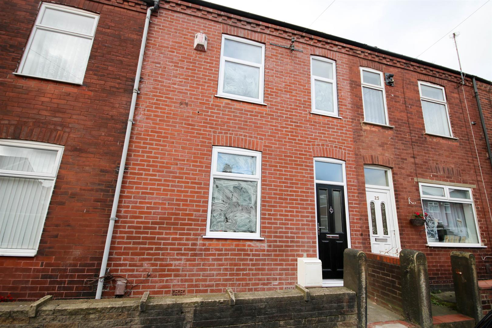 3 Bedroom House - Terraced To Let